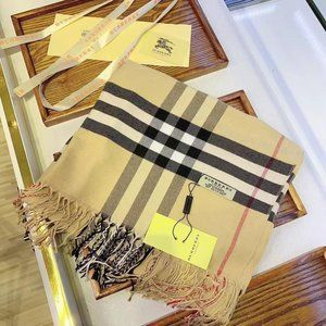 Burberry wools scarf